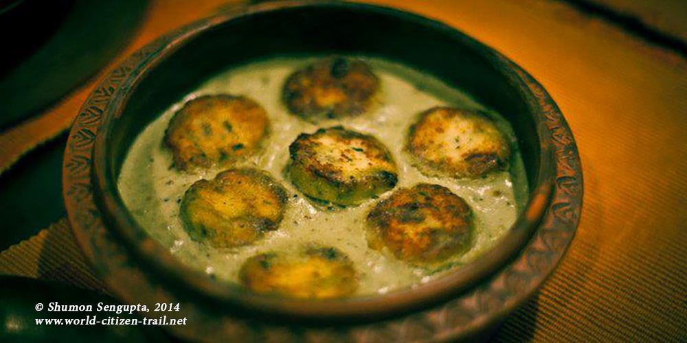Chanar dalna (cottage cheese balls in a mild gravy)